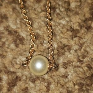 Jewelry - Single fake pearl on a gold chain